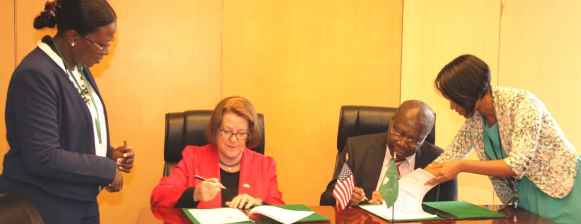 Ambassador Leonard and Deputy Chairperson Quartey Sign Assistance Agreement